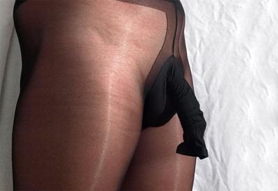 Foto einer Männerstrumpfhose mit Penishülle