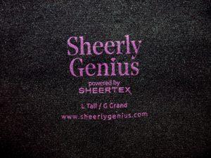 Sheerly Genius Schriftzug im Bund